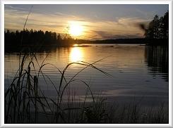 Kuvassa auringon lasku Salamajärvellä.